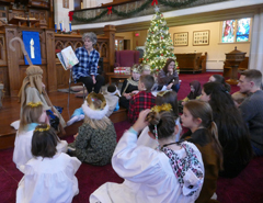 Barb and the children rehearse the 2016 Christmas Pageant